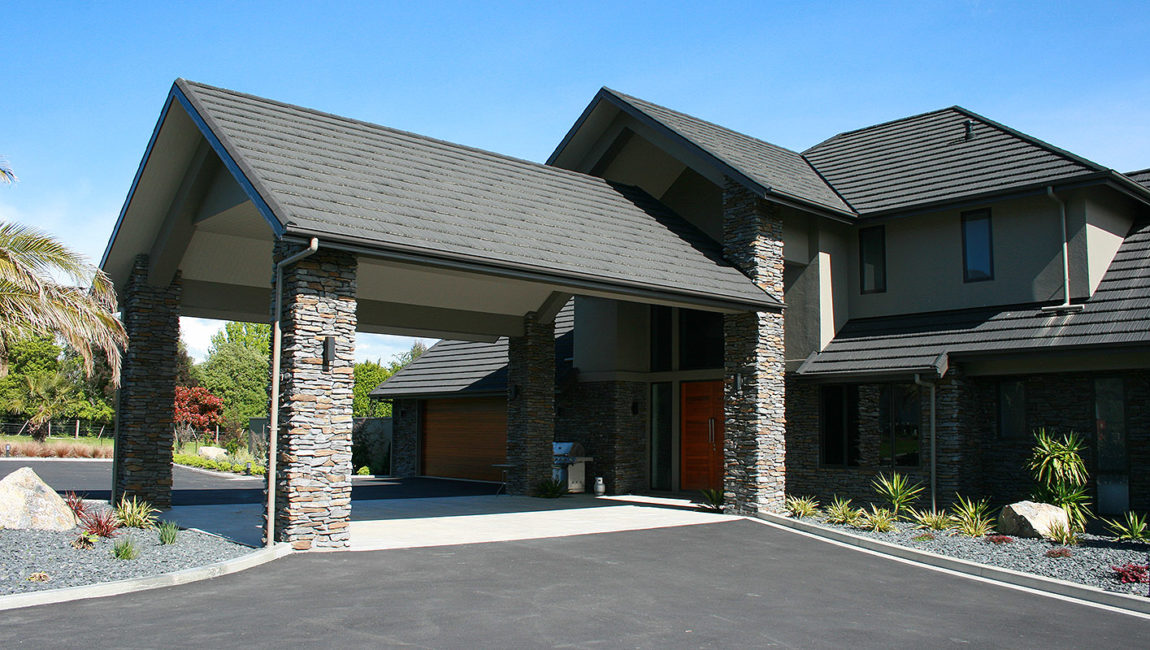 Mountain Shale Stone Profile in a Custom Queenstown Grey and Central Brown Blend Colouring
