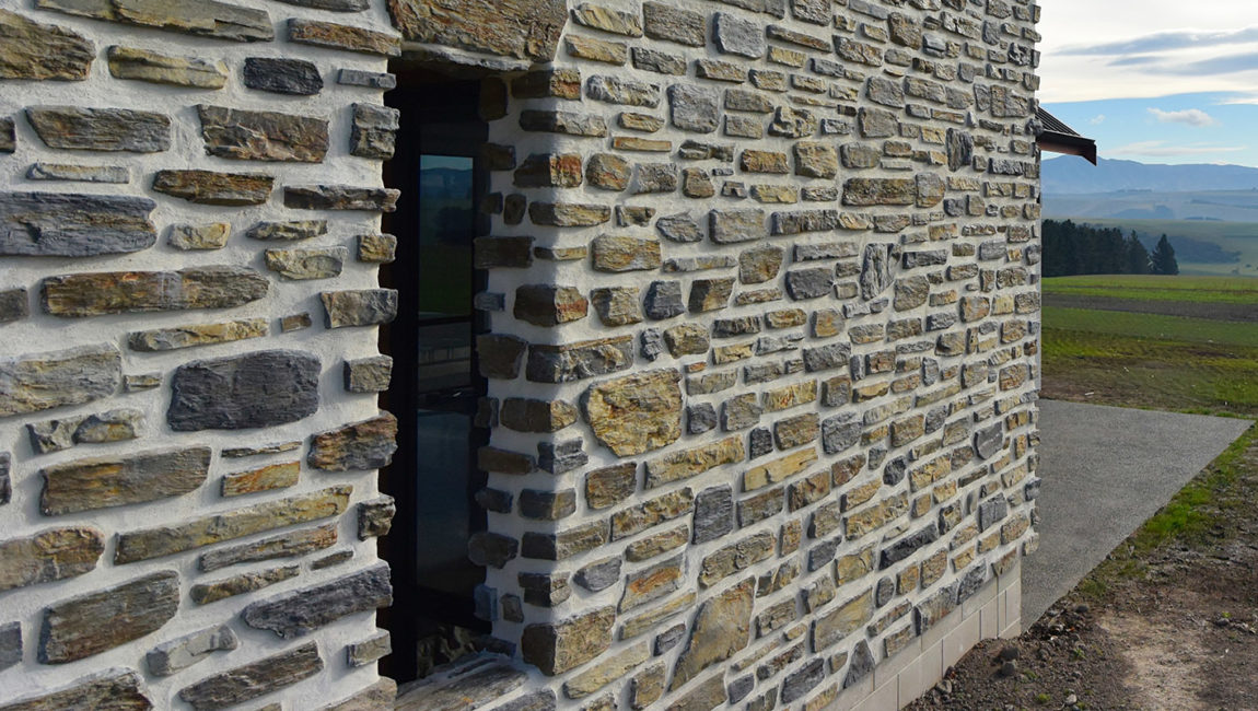Colonial Schist Stone Profile and Southern Ledgestone Profile Blend in a Custom Tarras and Queenstown Blend Colouring